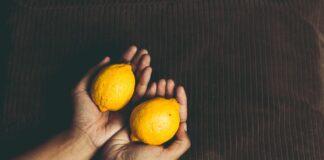 Lemon to reduce dandruff - डैंड्रफ को कम करने के लिए नींबू
